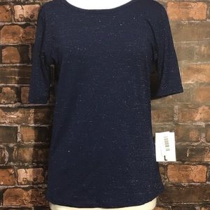 Cute navy blue top with silver in it 🦋